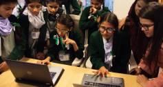 Aurat Raaj children using computers