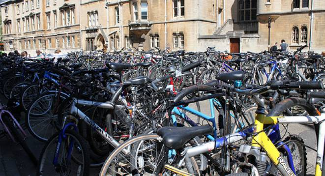 Student bikes outside in Oxford