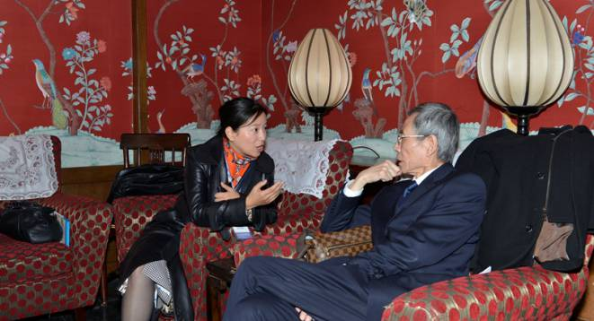 Amy Zhou of the One Foundation chatting with Hu Jinxing, the Chairman of the More Love Foundation (which has been a key financial backer of social enterprise in China)