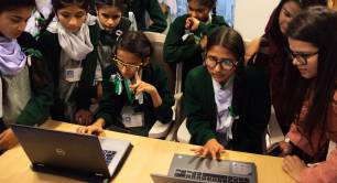 Aurat Raaj children using computers