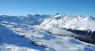 Davos_mountains_Alps_Switzerland_travel_Winter
