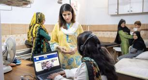 Dr Sara Khurram from Sehat Kehani in a Pakistan clinic