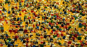 Lego_crowd_public